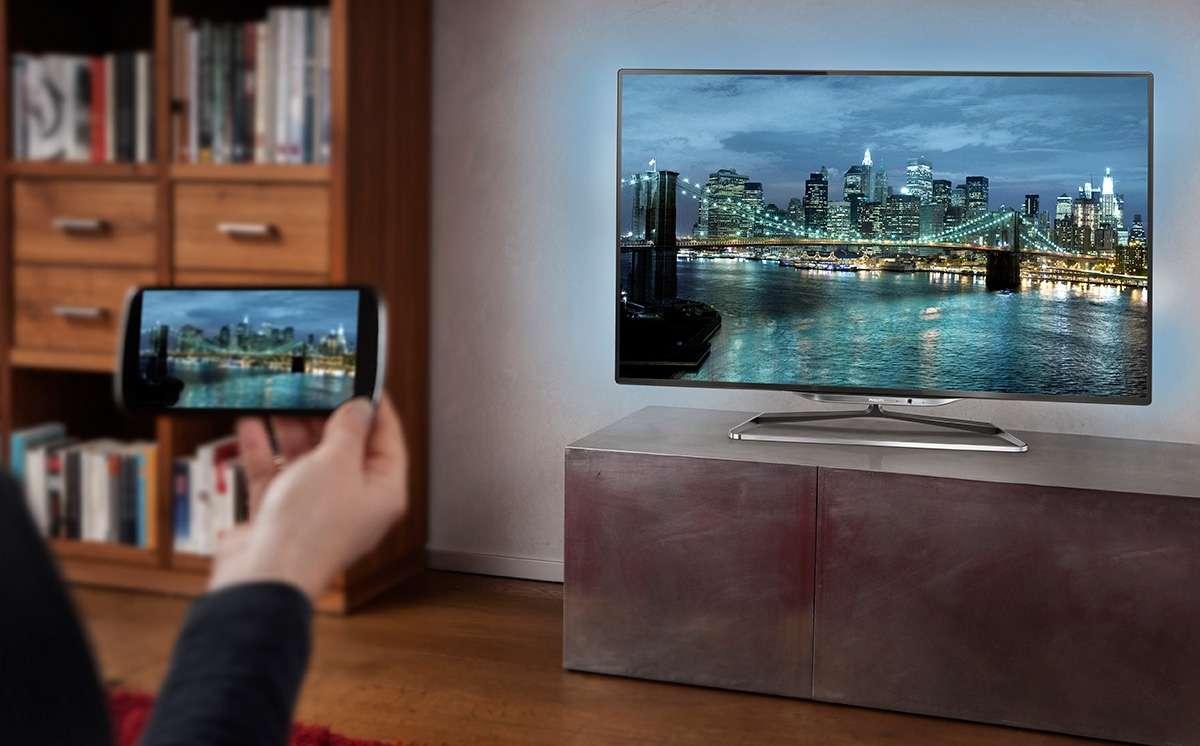 Як дивитися фільми через телефон на телевізорі. Всі можливі способи