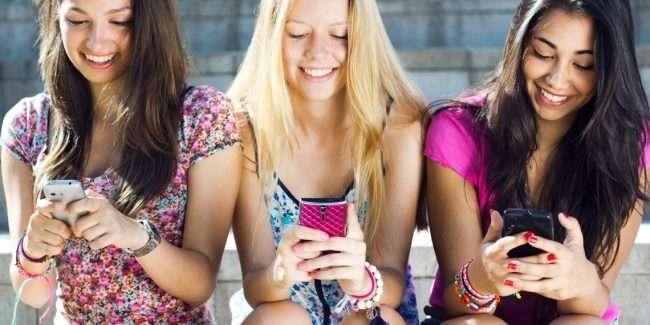 ТОП-9 телефонів для дівчат: Кращий вибір у 2018 році
